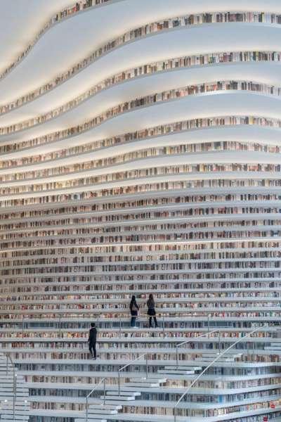 角度和曲線是為了刺激空間的不同用途,例如閱讀,散步,會議和討論等,它們共同構成〝建築物的眼睛〞 。(圖/dezeen,瘋設計提供)