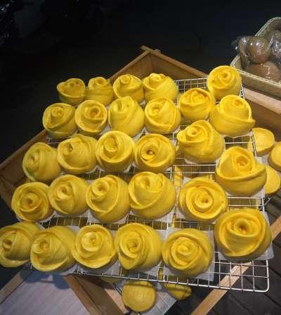 特製的玫瑰形狀饅頭,是鑽石的得意之作。(圖/取自鑽石南瓜糕@Facebook)