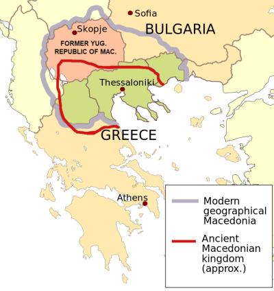 馬其頓地區示意圖。灰線內為現代地理學所稱「馬其頓地區」,紅線則為古希臘馬其頓王國的大致疆域範圍。紅色區域為馬其頓共和國,綠色區域則是希臘的馬其頓地區。(維基百科公有領域)