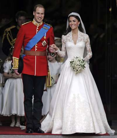 英國劍橋公爵夫人凱特在2011年結婚時,選擇英國設計師品牌亞歷山大.麥昆(Alexander McQueen)旗下設計師操刀的婚紗(美聯社)