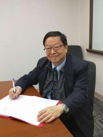 文化大學勞工關係學系教授張家春肯定地表示,「台灣這一代的失落,關鍵出在政府近年不斷吹捧的所謂創新產業政策,黃梁夢醒後,缺乏工作資歷的年輕就業者自然就首當其衝成了祭品。」(張家春提供)