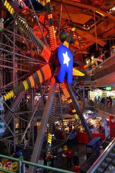 玩具反斗城近年盛況不再,位於紐約時代廣場的旗艦店已於2015年歇業。(Laura@Wikipedia/CC BY 2.0)