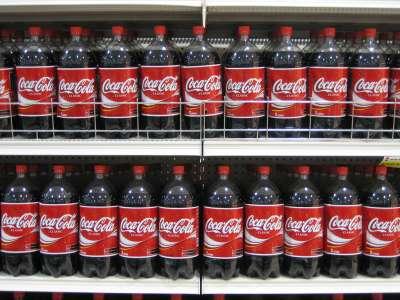 可樂含有碳酸、檸檬酸等酸性物質,不但有去鏽效果,還能夠去除各種汙垢。(圖/Rene Schwietzke@flickr)