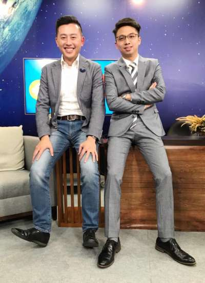 新竹市長林智堅(左)積極推動世代交替,前市長辦公室主任劉康彥參選市議員。(資料照,取自劉康彥臉書)