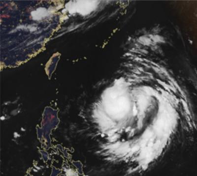 20180629-今(29)日早晨4時30分,真實色影像衛星雲圖顯示,熱帶低壓在菲律賓東方海面,正在發展中;台灣附近雲層少、天氣晴朗。(取自「三立準氣象·老大洩天機」專欄)
