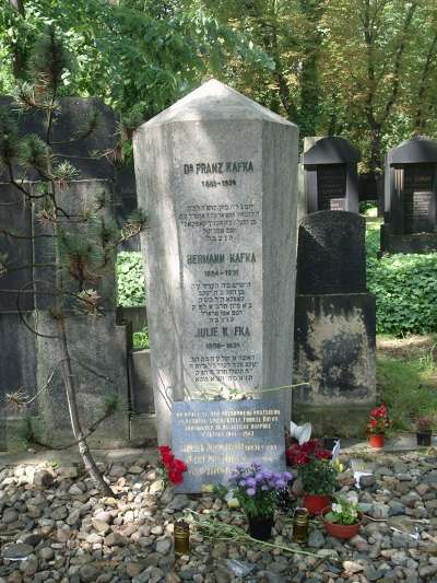 卡夫卡之墓(gl:User:Kikooo1984@Wikipedia/CC BY-SA 3.0)
