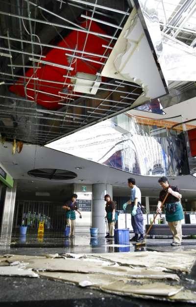 新千歲機場因為停電又漏水,6日強震後宣布全日停飛。(美聯社)