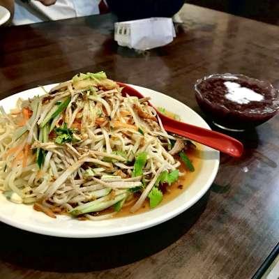 雲南特製涼麵(左)、點麵類10元加購紫米粥(右)