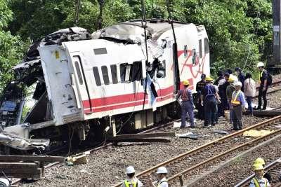 2018年10月21日,台鐵一列普悠瑪列車在宜蘭蘇澳新馬車站附近出軌,釀成慘重死傷(AP)