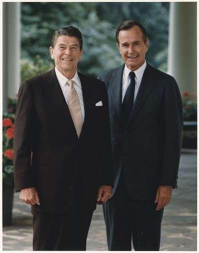美國前總統雷根與老布希,拍攝年份不詳。(wikipedia/Public Domain)