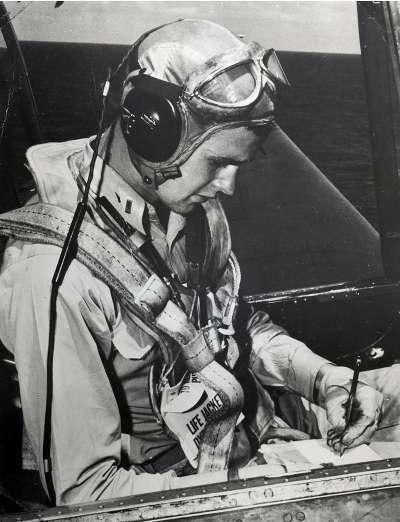老布希18歲生日當天從軍,成為美國海軍飛行員,曾投入第二次世界大戰(Wikipedia/Public Domain)