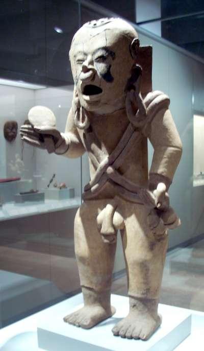 希佩托特克雕像,現存於西班牙馬德里美洲博物館(Simon Burchell@Wikipedia / CC BY-SA 3.0)