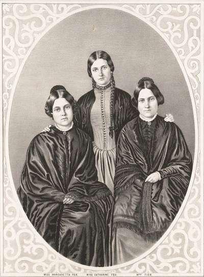 福客斯三姊妹,由左至右:二姊瑪格麗特、小妹凱特、大姊莉亞。(圖片取自維基百科)