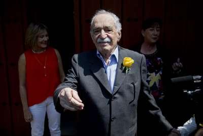 2014年3月6日,哥倫比亞文學巨匠馬奎斯在墨西哥向記者及粉絲打招呼。(美聯社)