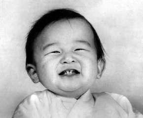 1961年(昭和36年)2月,當時約1歲的德仁親王。(維基百科/公用領域)