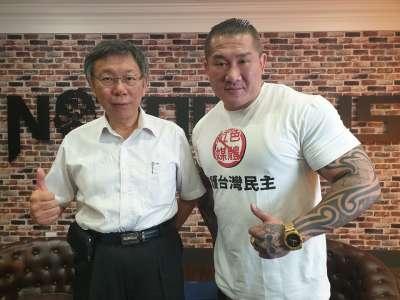 台北市長柯文哲16日接受館長訪問。(館長臉書)