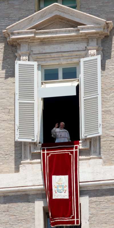 教宗公開接見揮手問候 (曾廣儀攝)
