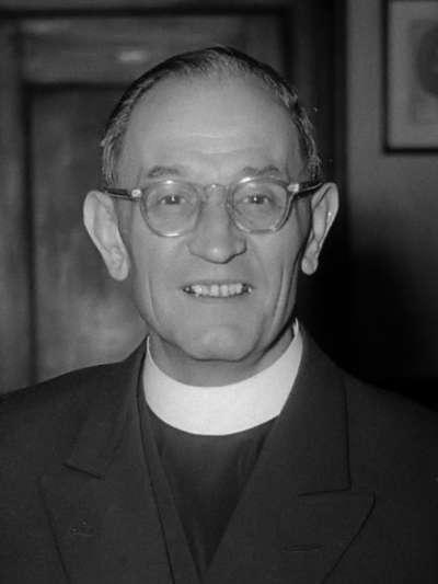 20190724-德國著名神學家馬丁·尼莫拉牧師,以二戰過後的反納粹懺悔文而聞名,懺悔文旨在闡明無視與自己無關的團體所造成的結果,後常被引用為對不關心政治的人之呼籲。(取自維基百科)