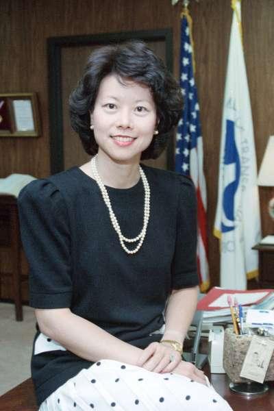 1989年的趙小蘭,當時她在老布希政府擔任交通部副部長。後來她還在小布希任內擔任勞工部長。(美聯社)