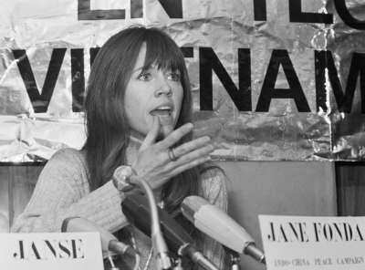1975年,珍芳達赴荷蘭出席反越戰研討會。(Dutch National Archives@Wikipedia/CC BY-SA 3.0 nl)