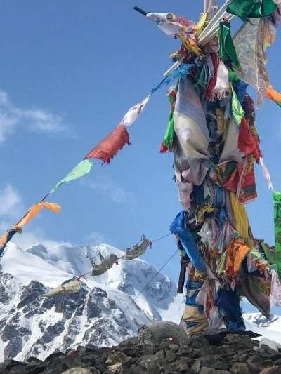 蒙古海拔最高的冷峰鄂博。(海中雄提供)