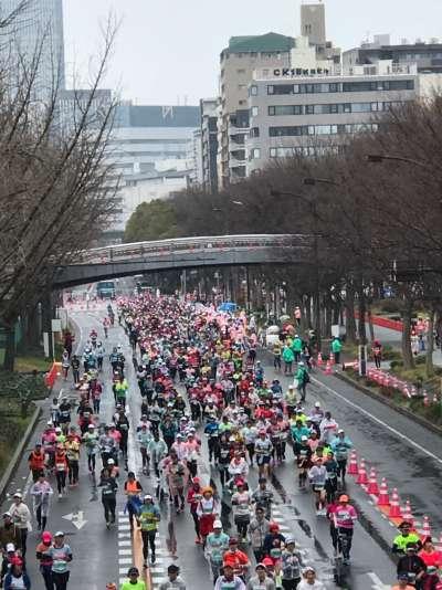 2萬多名跑者,媽媽找到我。(圖/謝幸吟提供)