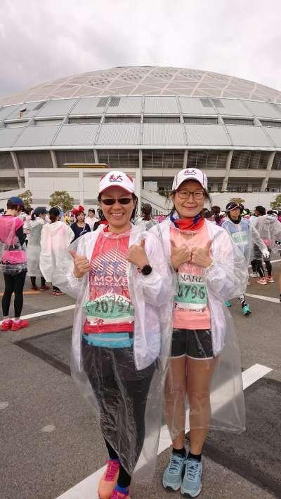 名古屋巨蛋前準備出發,姊妹跑馬一起前進。(圖/謝幸吟提供)