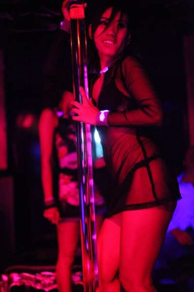 「GoGo」酒吧舞女。(取自Patpong Museum臉書)