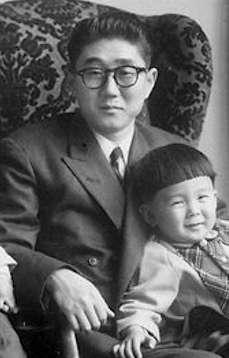 安倍晉三的父親安倍晉太郎。