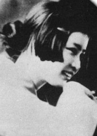 第一位殉情對象—田部目津子。(圖/維基百科)