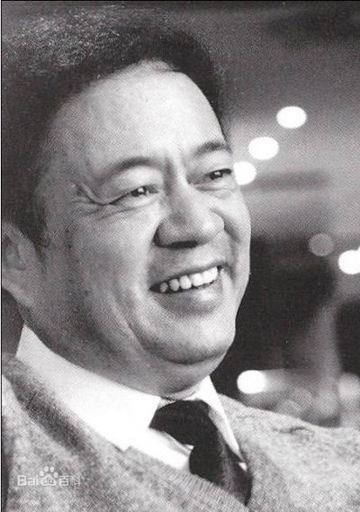 劉再復,中國作家、文學評論家。大學畢業後從事魯迅研究,曾任中國社會科學院研究員,並獲選為中國人民政治協商會議第七屆全國委員會委員(代表中華全國青年聯合會),1989年後流亡海外。(取自百度百科)