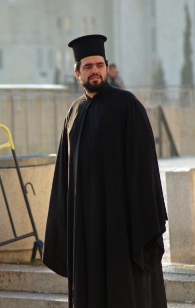 20200103-耶路撒冷聖墓兄弟會裡的東正教神職人員。(作者提供)