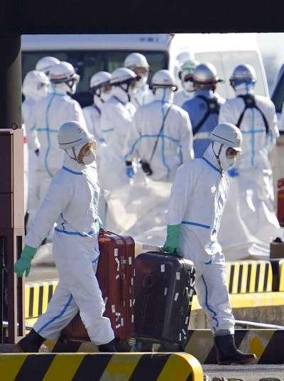 日本厚生勞動大臣加藤勝信5日表示,對大型郵輪鑽石公主號的3711人進行調查後,確認其中10人感染新型冠狀病毒、也就是武漢肺炎。(美聯社)