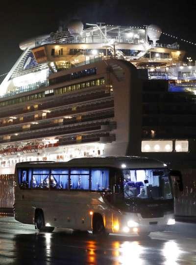 美國派出兩架撤僑專機,17日將「鑽石公主號」的美國乘客接回國內。(美聯社)