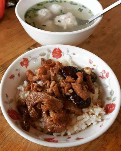 不喜歡吃肥肉比較多的肉燥飯,可以試試香菇肉飯。(圖/IG@dannylee1123)