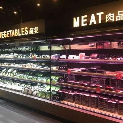 顧客能在火鍋超市恣意挑選肉品、蔬菜、等,受台灣民眾喜愛。(圖/取自前鎮水產臉書)