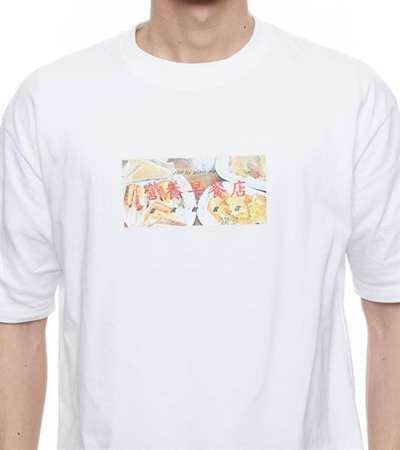 早餐店菜單T恤,有橘、粉紅、黃及白色等4種顏色。(圖/plain-me)