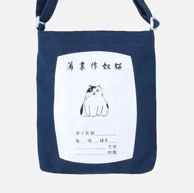 HEY SUN貓奴必備絹印側背包,可以隨自身喜好調整背帶長度。 (圖/HEY SUN)