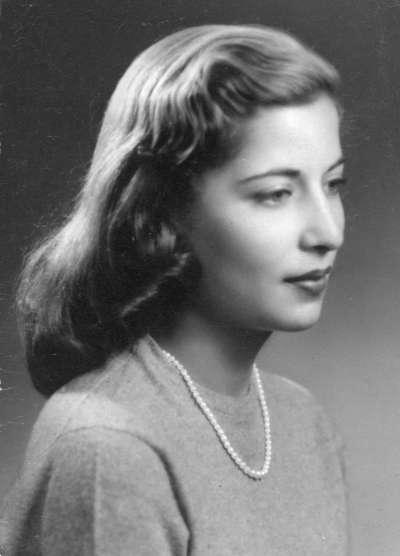 已故美國大法官金斯堡(Ruth Bader Ginsburg)的訂婚照,攝於1953年,那年她20歲,還在唸康奈爾大學(AP)