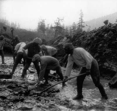 蘇聯勞改營工人興建了R504公路,至少25萬人因此喪命。(維基百科公有領域)