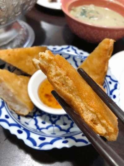月亮蝦餅是店內的人氣必點!(圖/截自台灣旅遊小幫手)