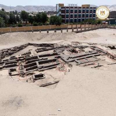 埃及近日出土5000年前啤酒廠遺址,據信為世界最早大型釀酒廠。(圖/埃及旅遊暨古蹟部粉專facebook.com/moantiquities)