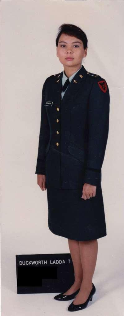 泰裔聯邦參議員達克沃斯(Tammy Duckworth)的前半生在美軍服務。(翻攝達克沃斯臉書)