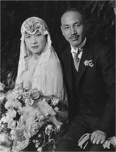蔣中正與宋美齡結婚。(圖/取自Wikipedia)
