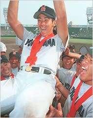 1998年4月,還是高中生的松坂大輔在夏季甲子園準決賽對PL學園完投17局,隔天的冠軍戰更對京都成章高校投出無安打比賽,「平成怪物」之名不脛而走。(美聯社)