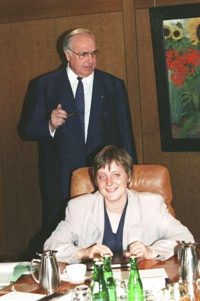1991年,柯爾與梅克爾。(AP)