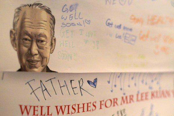 新加坡總理李顯龍沉痛悼念李光耀