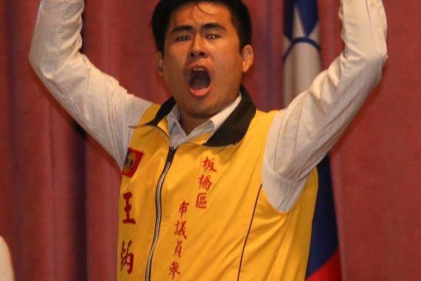 王炳忠諷刺太陽花「民主議會、多數表決,都是腐朽反動派!」