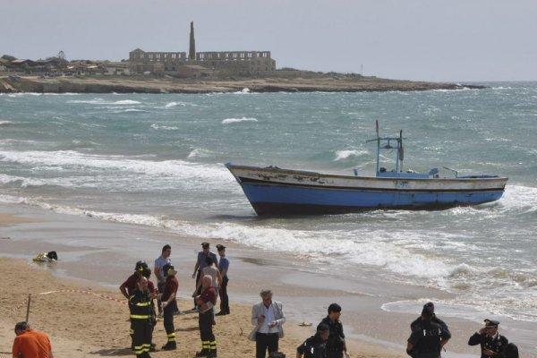 又一個來不及長大的孩子... 疑似難民男童伏屍西班牙海灘