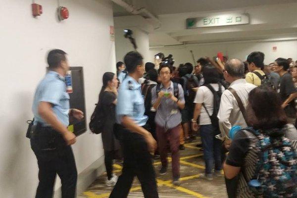 港大學生衝入校務會議  抗議反中副校長任命案遭拖延